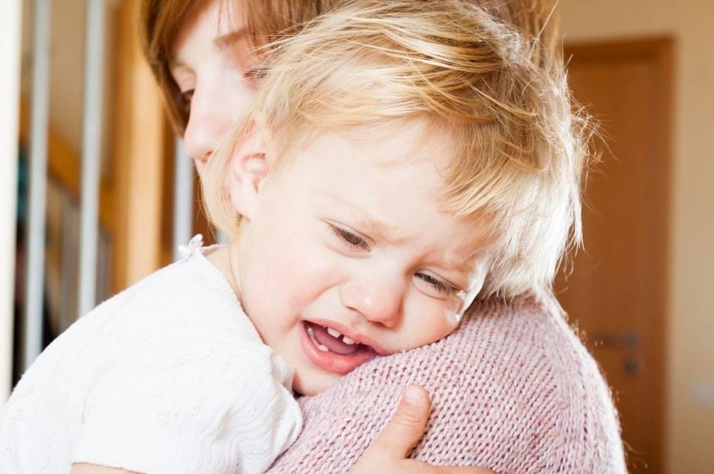 Как понять, почему плачет новорожденный ребенок. причины детского плача