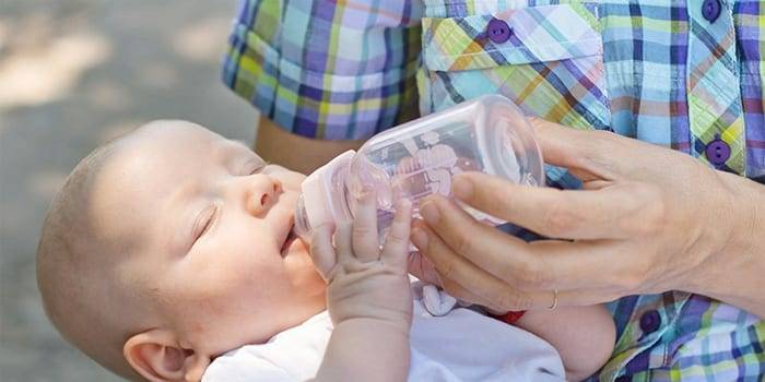 Нужно ли допаивать грудничка водой - проблемы гв