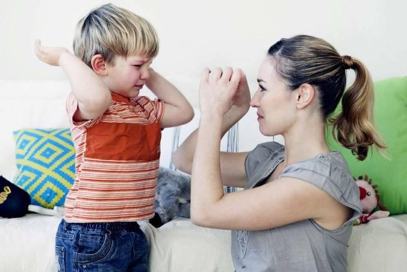 Капризы и истерики: 10 ошибок родителей, из-за которых ребенок плохо себя ведет