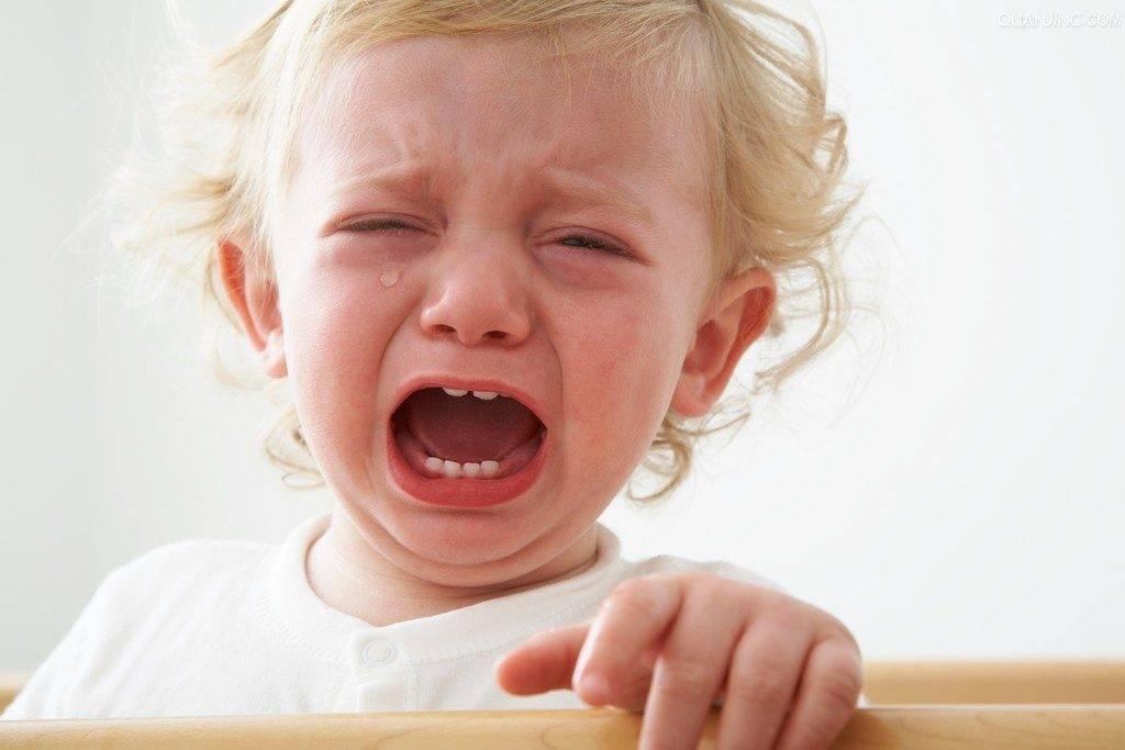 Почему годовалый ребенок дерется, кусается, щипается и бьет маму по лицу? что делать, если ребенок 1 год дерется?