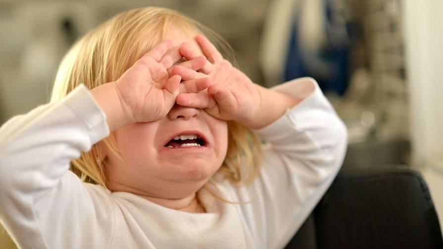 """Ребенок ноет и плачет по любому поводу: что делать и как отучить малыша от """"вредной привычки""""?"""