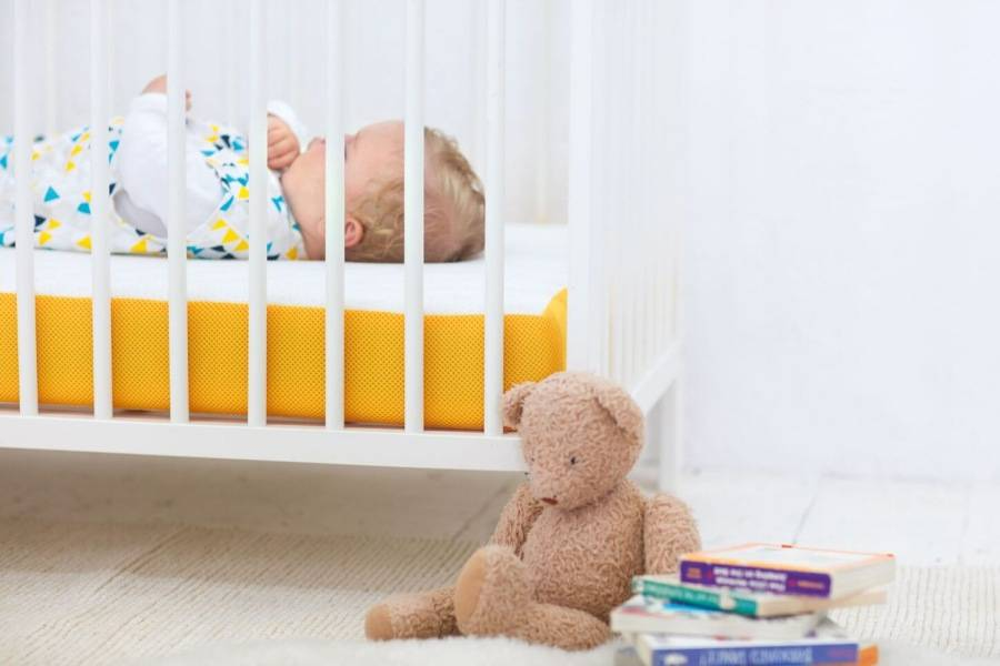 Как выбрать матрас для новорожденного в кроватку - советы (фото)