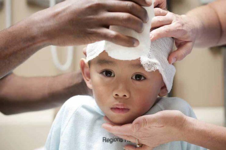 Ребенок ударился головой: на что обратить внимание, что делать, последствия ушиба затылком