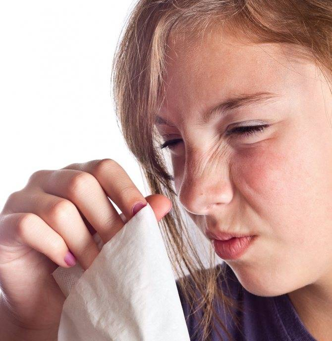 Ребенок чешет глаза и иногда нос: причины и способы решения проблемы