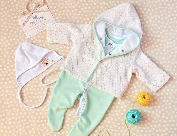 Одежда на выписку для новорожденных: список самого необходимого в зависимости от сезона и пола