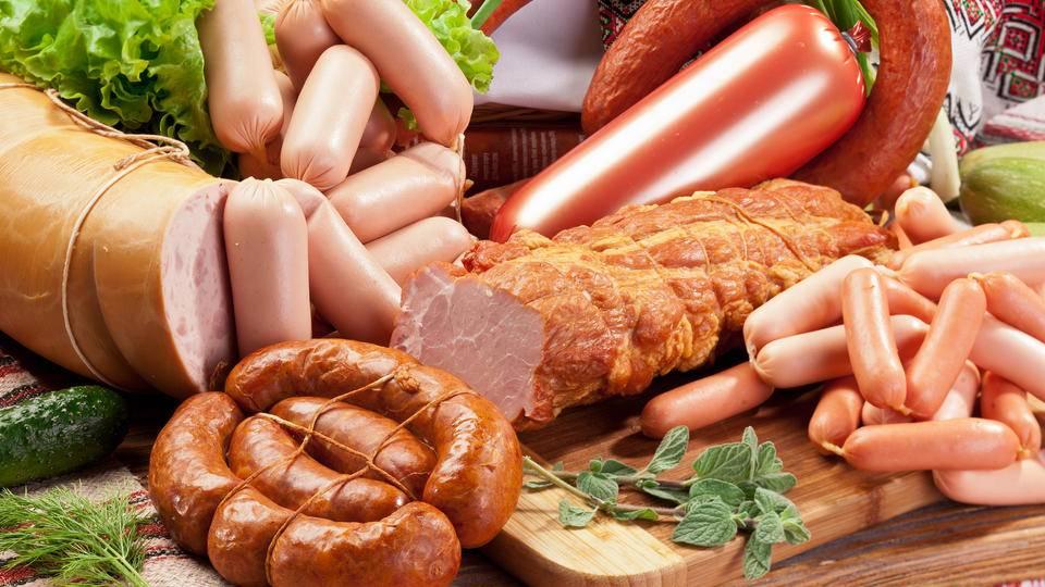 Можно ли колбасу при грудном вскармливании кормящей маме (вареную, докторскую)