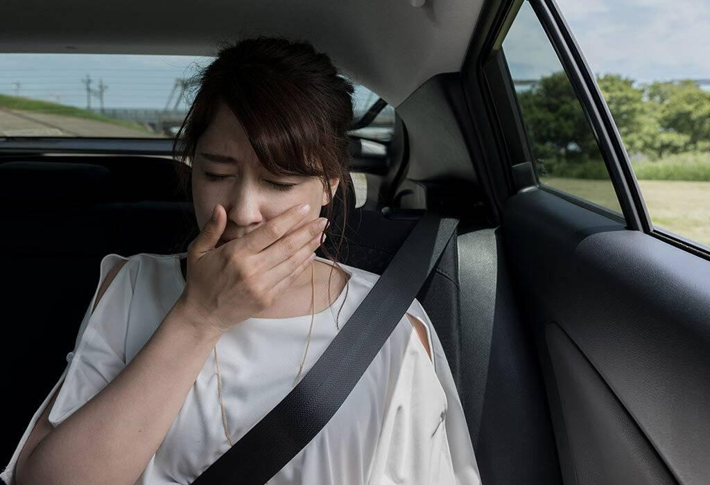 Укачивает и тошнит в машине - что делать?