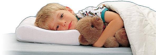 Когда ребенку можно спать на подушке и какую выбрать