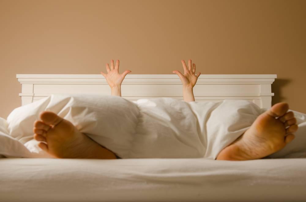 Причины вздрагивания ребенка во сне