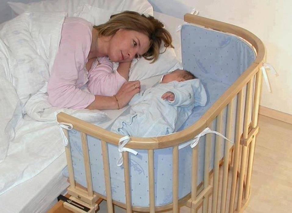 Как правильно будить новорожденного ребенка на кормление: если он спит, в роддоме