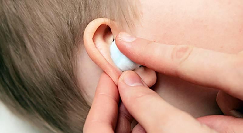 Пахнет из уха у грудничка, причины и последствия | nosoglot.ru