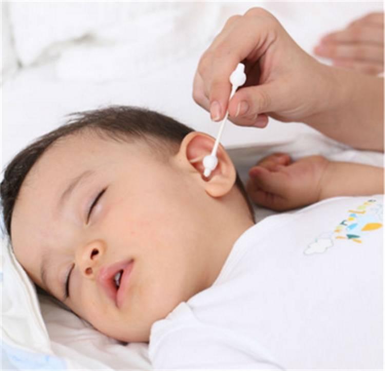 Как чистить ушки новорожденному: способы, рекомендации и советы педиатров