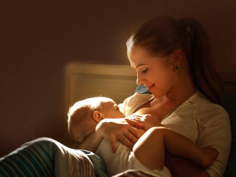 Ребенок засыпает во время кормления и не доедает грудное молоко