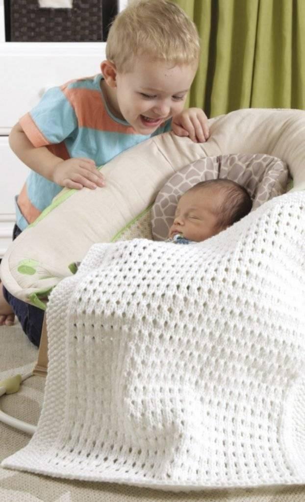 Выбор пледа для новорожденных: вязание одеяла на выписку