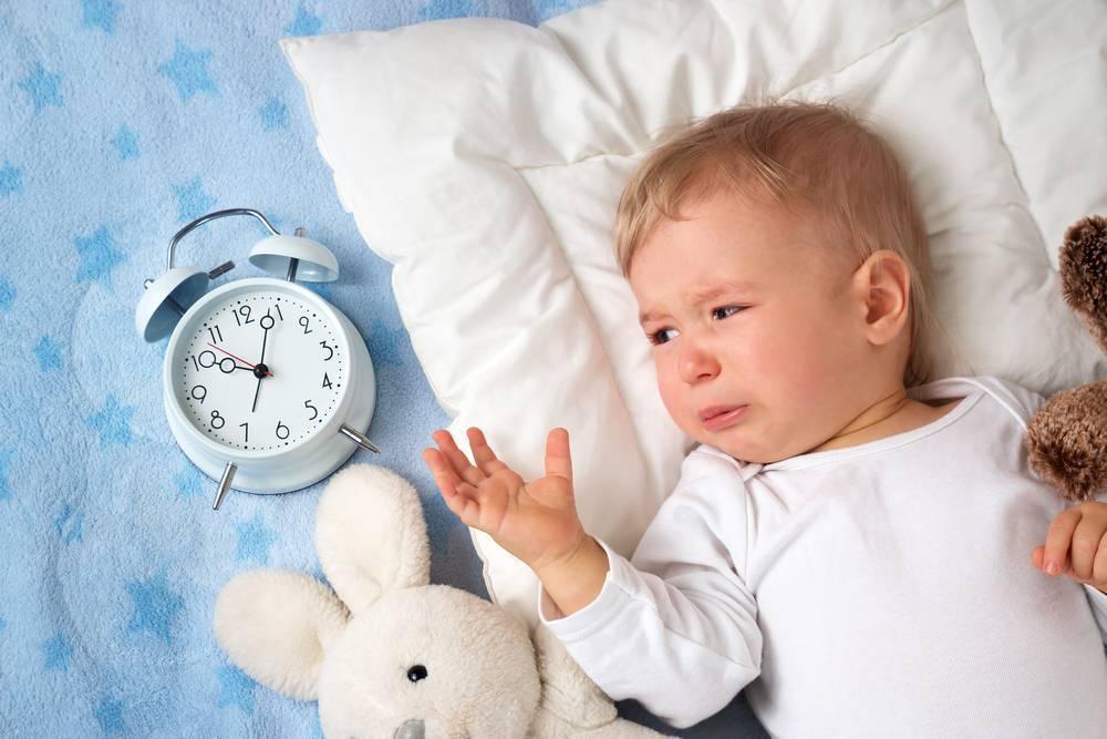 Ребенок плачет перед сном – выясняем причины
