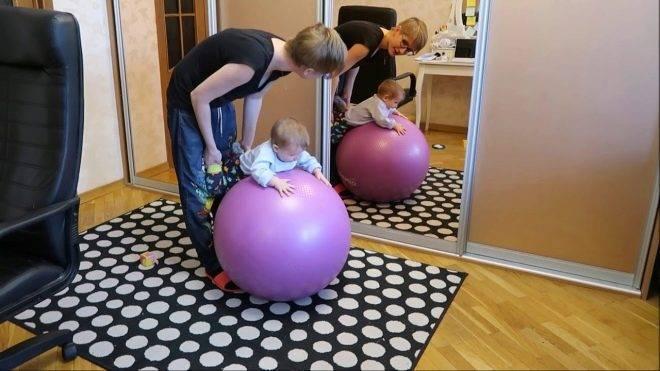 Занятия на фитболе с грудничком