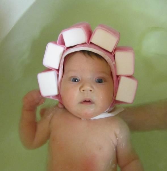 Предназначение и основные правила использования чепчика для купания младенцев