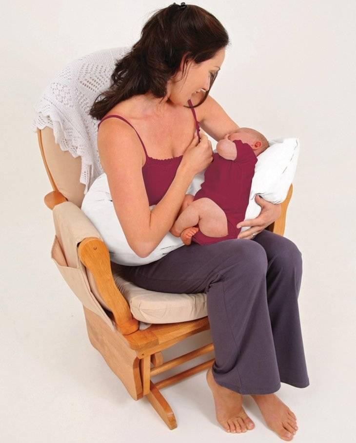 Как правильно кормить грудью новорожденного?