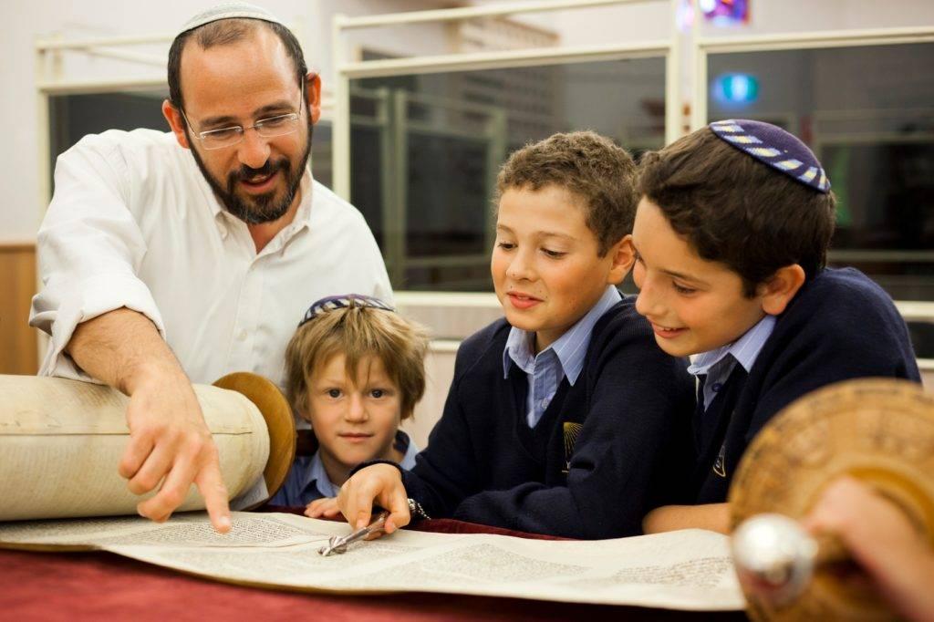Как воспитывают детей евреи в израиле — особенности, традиции поколений, запреты, примеры из жизни, мнения