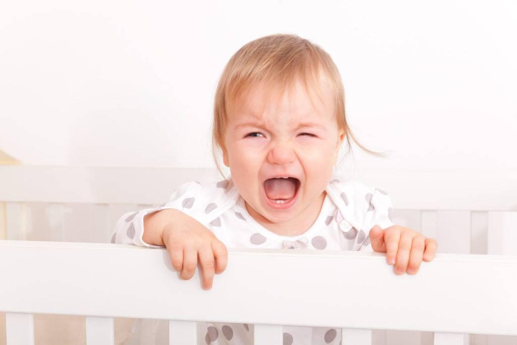 Почему дети скрипят зубами во сне и что с этим делать — jenclub.ru