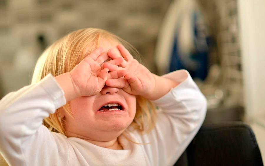 Если грудничок капризничает без причины: 10 кризисов малыша