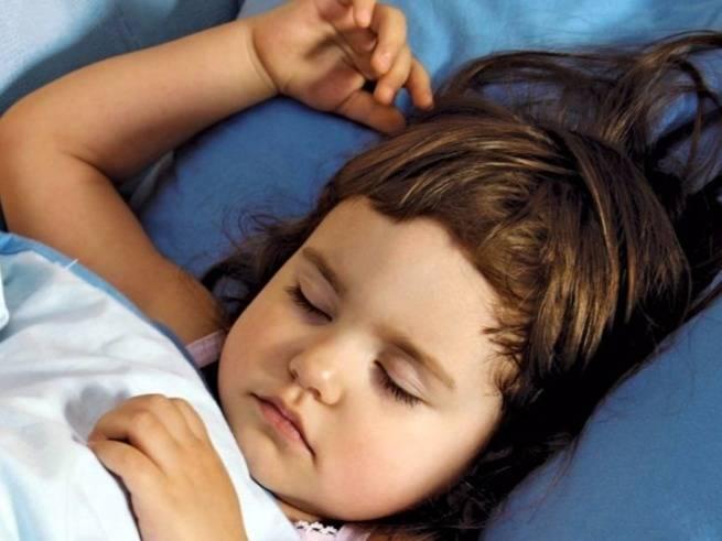 Скрип зубов во сне у взрослых и детей, причины, что делать