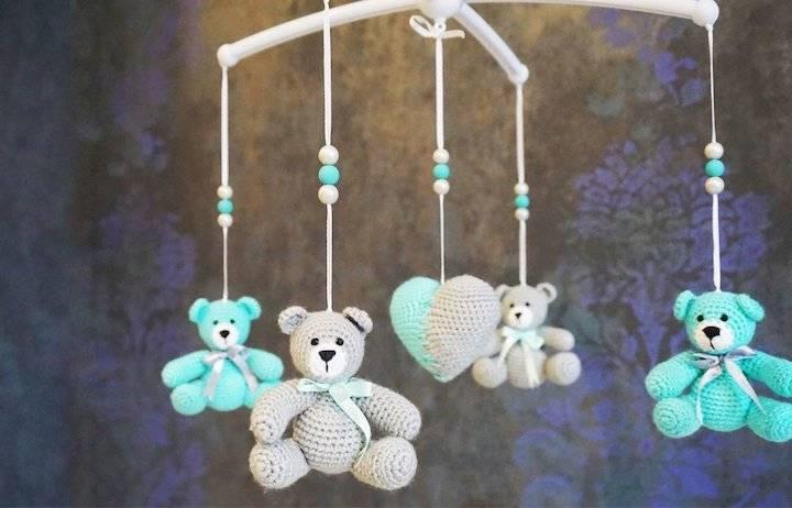 Мобиль на кроватку для новорожденных своими руками: выкройки из фетра и других материалов, схемы и фото различных вариантов подвесок