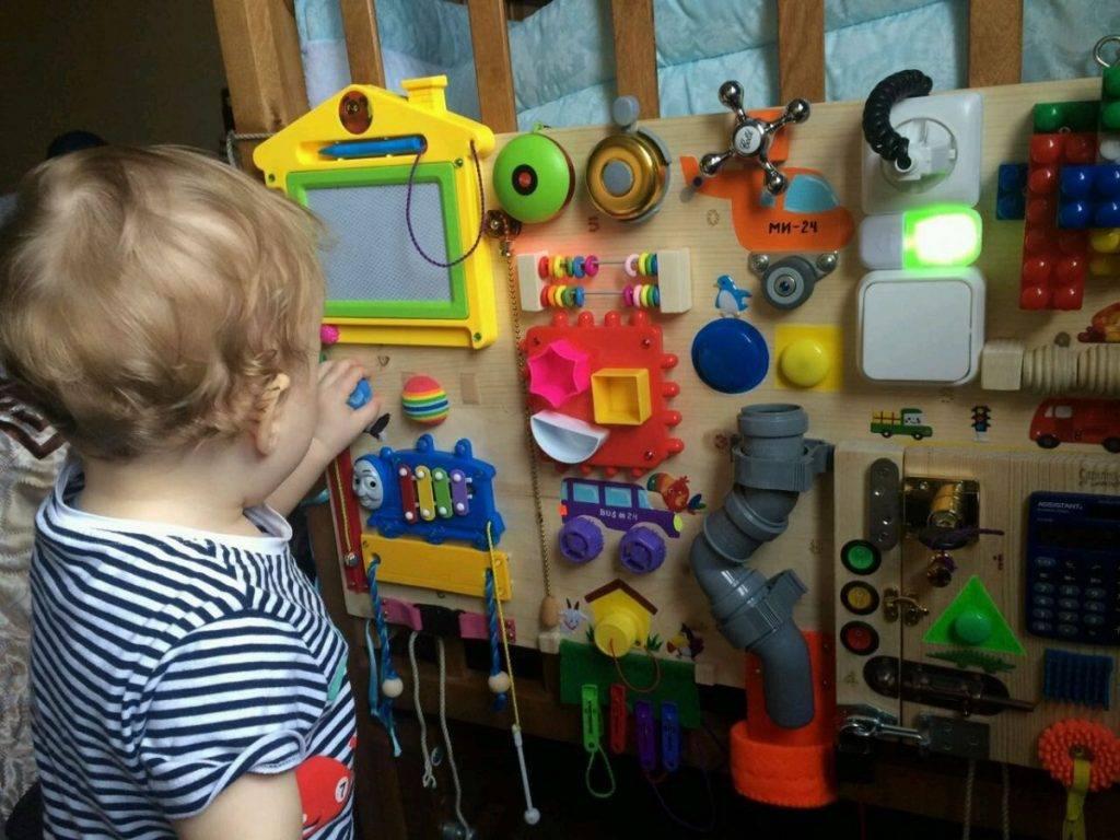 Как сделать бизиборд для ребенка своими руками: пошаговая инструкция по изготовлению для мальчика и девочки с фото