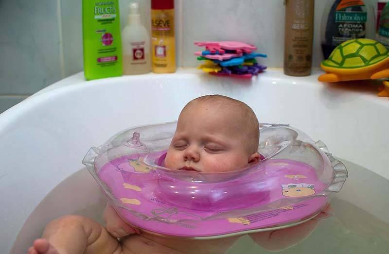 До какого возраста купать ребенка каждый день