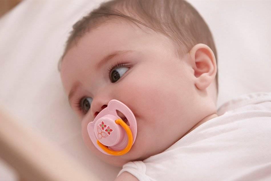 Как приучить ребенка к соске-пустышке, можно ли ее давать новорожденному?