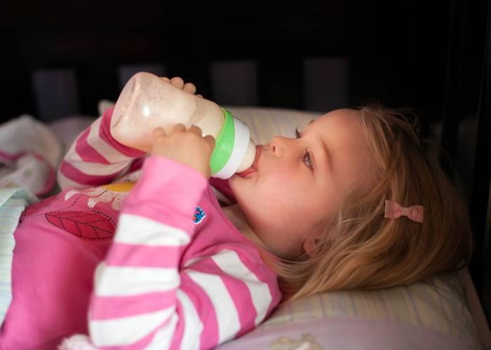 Отучаем от бутылочки: как и когда отучать ребенка пить ночью из бутылки