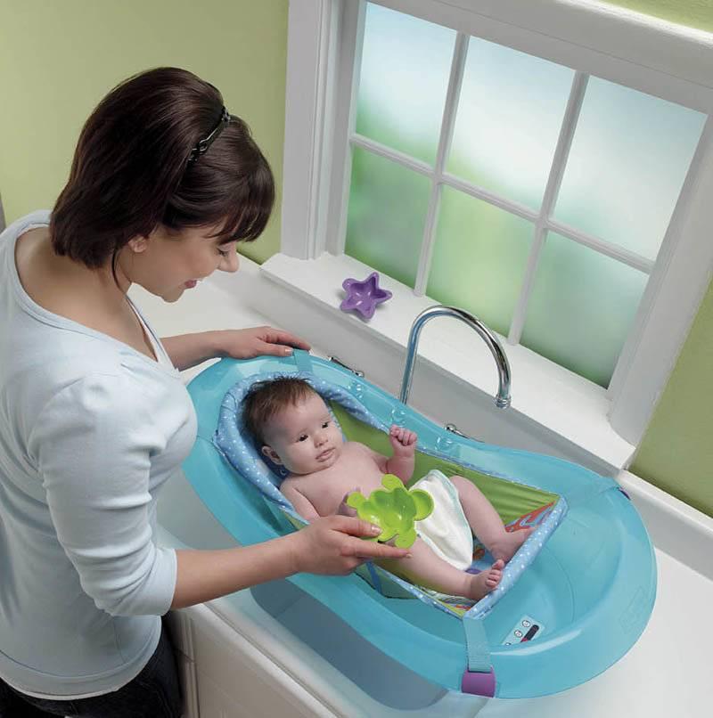 Первые водные процедуры: что нужно знать о купании ребенка в 1 месяц?