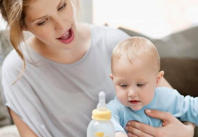 Как приучить ребенка к бутылочке: советы родителям